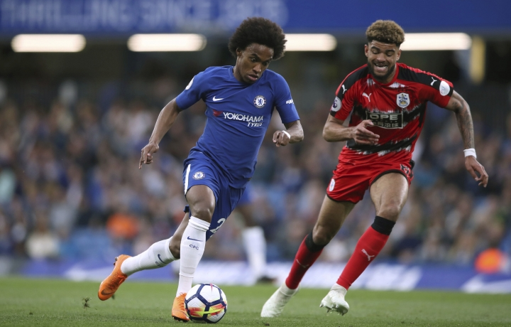 Chelsea's Willian, left, and Huddersfield Town's Philip Billing battle for the ball during the English Premier League soccer match at Stamford Bridge, London, Wednesday May 9, 2018. (John Walton/PA via AP)