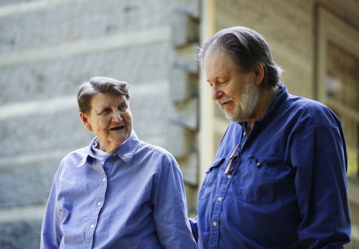 "Rick Bragg, 58, right, and Margaret Bragg, 81, left, walk around the yard together on Wednesday, May, 9, 2018, in Jacksonville, Ala. Bragg, the Pulitzer Prize winner is spending all the time he can with mother Margaret, the subject of his latest book, ""The Best Cook in the World."" (AP Photo/Brynn Anderson)"