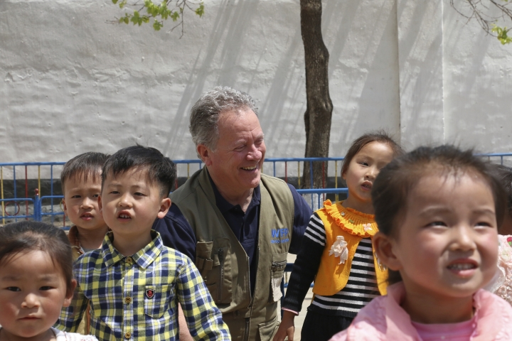 In this May 9, 2018 photo provided by the World Food Program (WFP), WFP Executive Director David Beasley stands with children at a nursery and kindergarten where WFP provides food assistance in Sinwon county in North Korea's South Hwanghae province. The head of the United Nations' World Food Program says a peace agreement with North Korea will go far toward easing the impoverished nation's chronic food security woes. (Silke Buhr/World Food Program via AP)