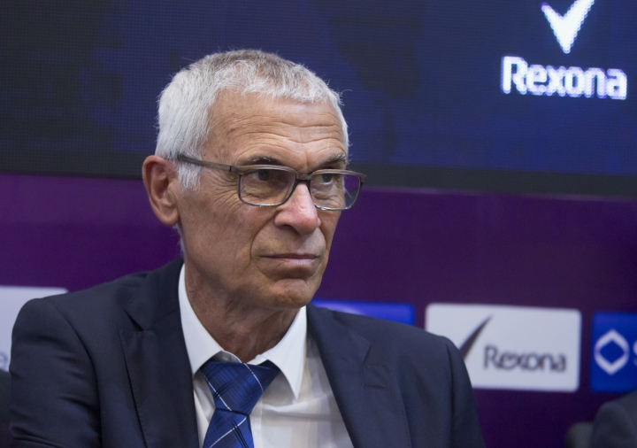 FILE - In this March 13, 2018 file photo, Argentinian coach of the Egyptian national soccer team, Hector Cuper, gives a press conference at the Egyptian football federation in Cairo, Egypt. Issam al-Hadary is on his way to becoming the oldest person to play in a World Cup match. On Monday, May 14, 2018, the 45-year-old goalkeeper was chosen by Cuper in a 29-man preliminary World Cup squad. Mohamed Salah and Mohamed Elneny were also picked in the squad. (AP Photo/Amr Nabil, File)