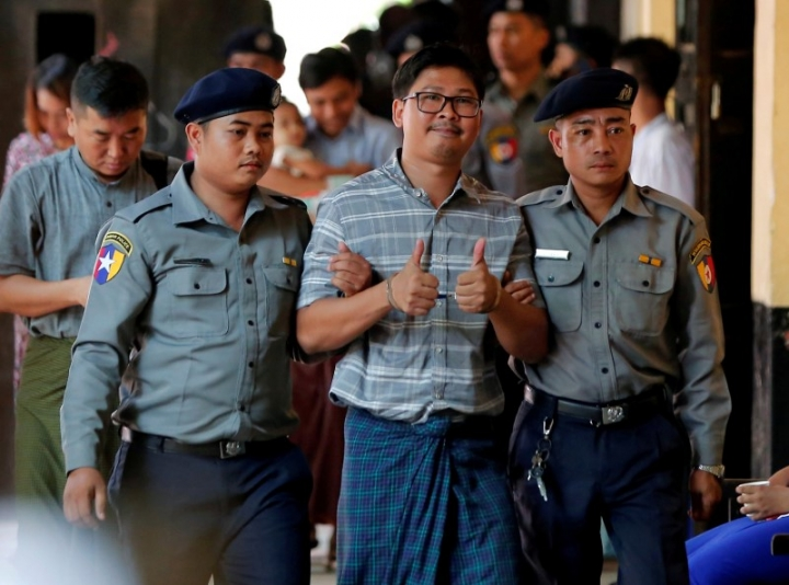 Detained Reuters journalist Wa Lone (C) is escorted by police as he arrives for a court hearing in Yangon, Myanmar May 9, 2018. REUTERS/Stringer