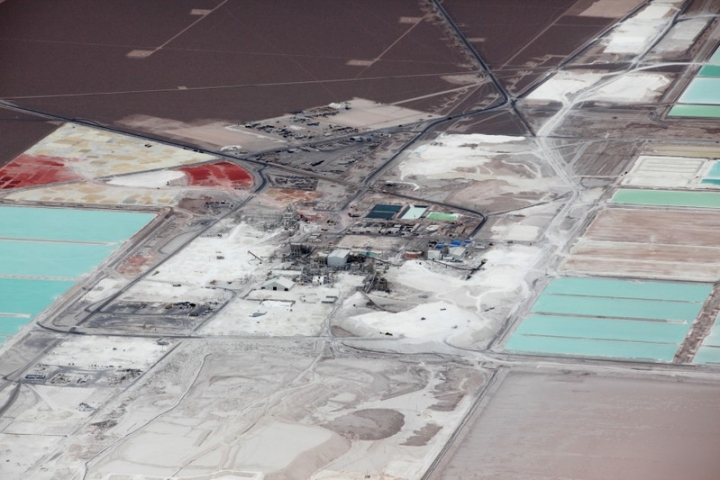FILE PHOTO:    An aerial view of the brine pools and processing plant of the SQM lithium mine on the Atacama salt flat, in the Atacama Desert of northern Chile, January 10, 2013. REUTERS/Ivan Alvarado/File Photo
