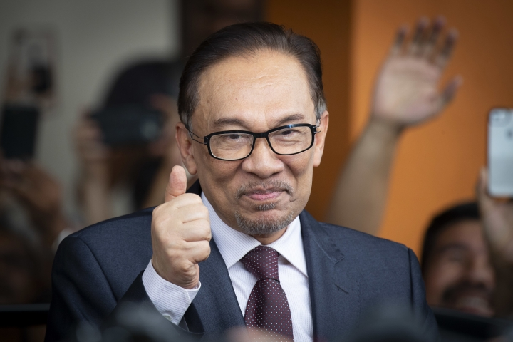 Malaysia's jailed opposition icon Anwar Ibrahim reacts to supporters as he leaves a hospital in Kuala Lumpur, Malaysia, Wednesday, May 16, 2018. Prime Minister Mahathir Mohamad said Malaysia's king had agreed to pardon Anwar, who was jailed in 2015 for sodomy in a conviction that he said was politically motivated. (AP Photo/Vincent Thian)
