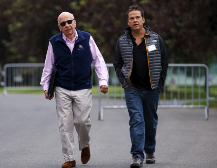 FILE PHOTO: 21st Century Fox Executive Co-Chairmen Rupert Murdoch (L) and his son Lachlan attend the first day of the annual Allen and Co. media conference in Sun Valley, Idaho July 8, 2015.  REUTERS/Mike Blake