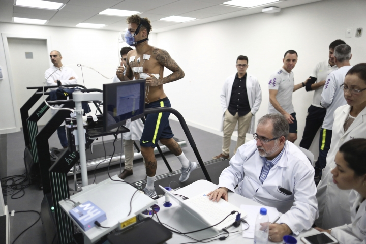 In this photo released by the Brazilian Football Confederation (CBF), Brazil's soccer player Neymar takes physical and medical tests at the Granja Comary training center ahead of the 2018 FIFA WCup, in Teresopolis, Brazil, Tuesday, May 22, 2018. (Lucas Figueiredo/CBF via AP)