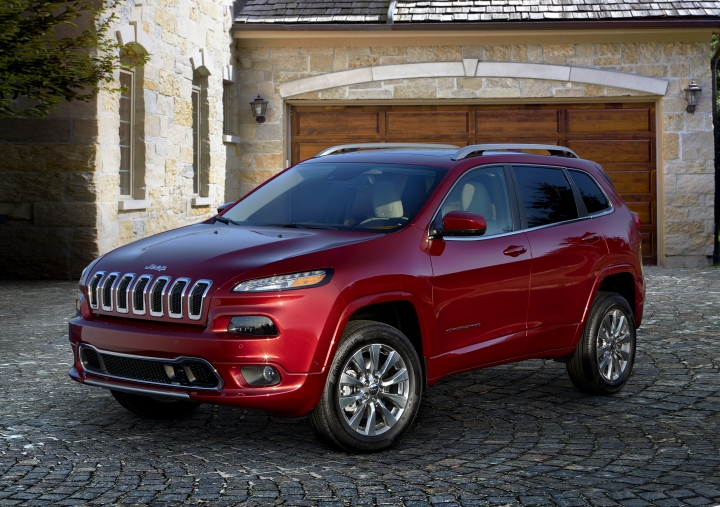 This photo provided by Fiat Chrysler shows the 2018 Jeep Cherokee, a vehicle that has a significant discount going into Memorial Day weekend. Buyers will land on the Cherokee for its off-road abilities, and Edmunds particularly likes the Trailhawk trim. (Courtesy of Fiat Chrysler Automobiles North America via AP)