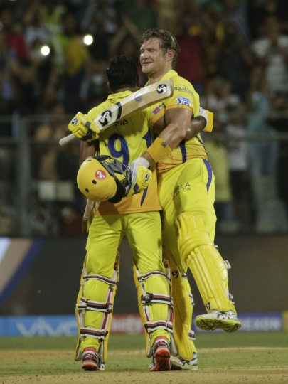 Chennai Super King's player Shane Watson, right, celebrates with his team player after they won against Sunrisers Hyderabad at VIVO IPL cricket T20 final match in Mumbai, India, Sunday, May 27, 2018. (AP Photo/Rafiq Maqbool)