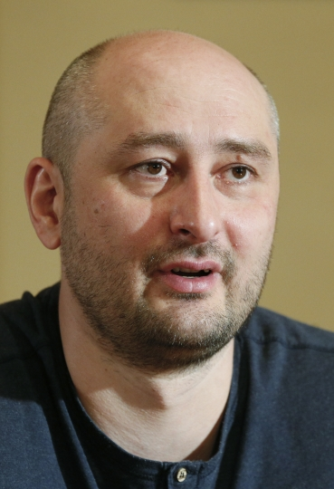 Russian journalist Arkady Babchenko speaks during an interview with foreign media in Kiev, Ukraine, Thursday, May 31, 2018. Arkady Babchenko detailed the deception to reporters Thursday for the first time since Ukrainian authorities revealed they had staged his death to foil an alleged plot on his life by Moscow's security services. (Valentyn Ogirenko/Pool Photo via AP)