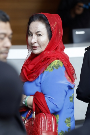 Rosmah Mansor, wife of Malaysian Prime Minister Najib Razak, arrives at Anti-Corruption Agency for questioning in Putrajaya, Malaysia, Tuesday, June 5, 2018. Rosmah was called for a statement to the authorities over a corruption related to 1MDB. (AP Photo/Vincent Thian)