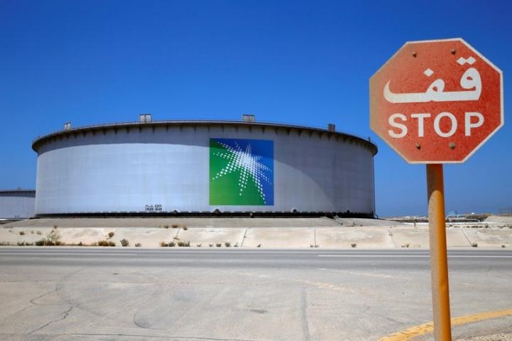 An Aramco tank is seen at Saudi Aramco's Ras Tanura oil refinery and oil terminal in Saudi Arabia May 21, 2018. Picture taken May 21, 2018. REUTERS/Ahmed Jadallah