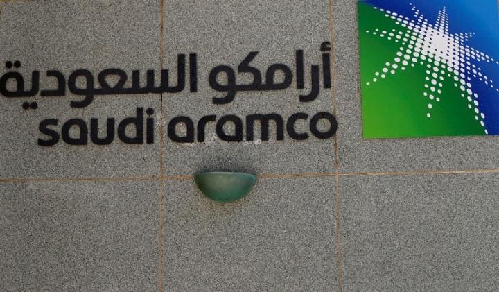 The logo of Saudi Aramco is seen at Aramco headquarters in Dhahran, Saudi Arabia May 23, 2018. Picture taken May 23, 2018. REUTERS/Ahmed Jadallah