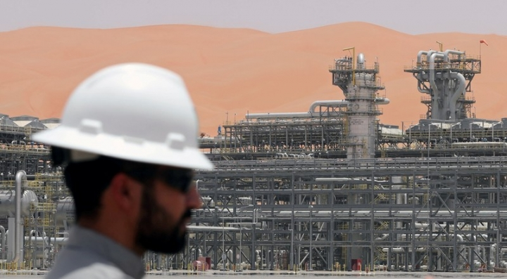 An Aramco employee is seen at the Natural Gas Liquids (NGL) facility at Aramco's Shaybah oilfield in the Empty Quarter, Saudi Arabia May 22, 2018. Picture taken May 22, 2018. REUTERS/Ahmed Jadallah
