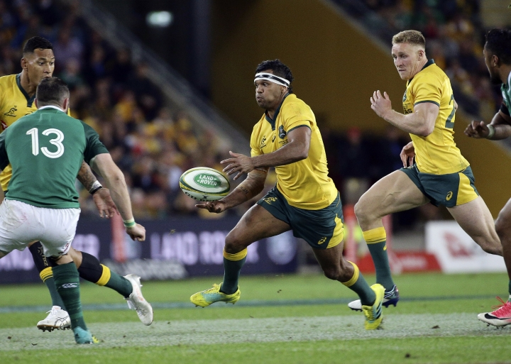 Kurtley Beale of Australia, center, attacks during the International rugby match between Australia and Ireland in Brisbane, Australia, Saturday, June 9, 2018. (AP Photo/Tertius Pickard)