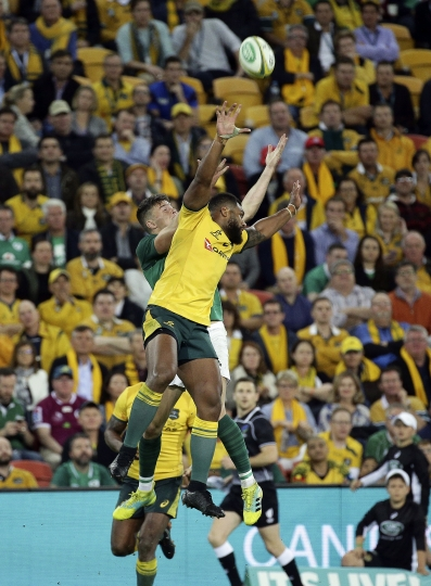 Samu Kerevi of Australia, right, clashes with Johnny Sexton of Ireland, left, during the International rugby match between Australia and Ireland in Brisbane, Australia, Saturday, June 9, 2018. (AP Photo/Tertius Pickard)