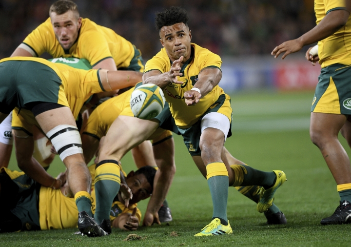 Australia's Will Genia, center, passes during the international rugby match between Australia and Ireland in Melbourne, Australia, Saturday, June 16, 2018. (AP Photo/Andy Brownbill)