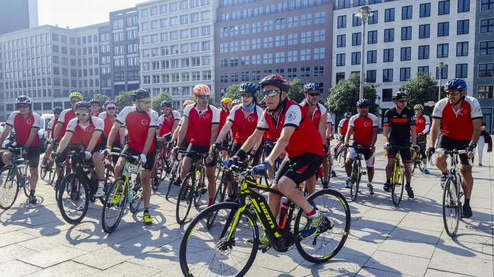Paul Alexander, center, attends a memorial bike ride from Berlin to London to mark the 'Kindertransport's' (children transport) 80th anniversary, near the train station Friedrichstrasse in Berlin, Sunday, June 17, 2018. Paul Alexander was one of the Jewish children whose life was saved with the transports from Berlin to London 80 years ago. (AP Photo/Miriam Karout)