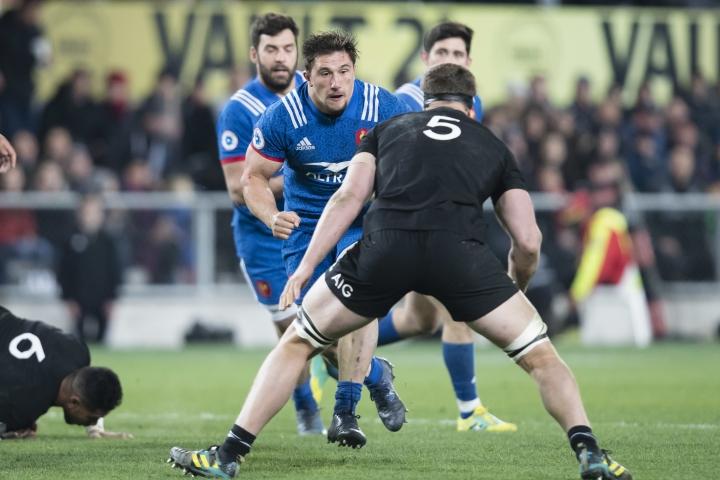 France's Camille Chat, center left, looks to beat New Zealand's Scott Barrett in the rugby test in Dunedin, New Zealand, Saturday, June 23, 2018. (AP Photo/Adam Binns)