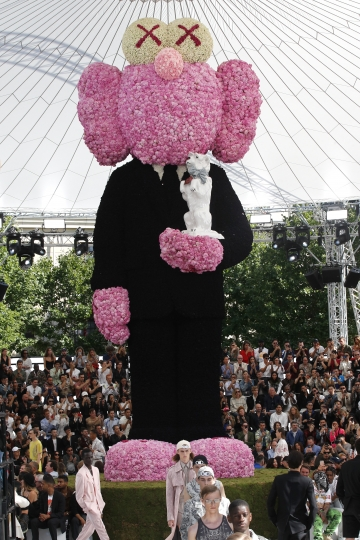 Models wear creations as part of Dior Men's Spring-Summer 2019 fashion collection presented in Paris, Saturday June 23, 2018. (AP Photo/Christophe Ena)