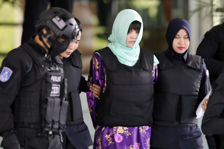 "Vietnamese Doan Thi Huong, center, is escorted by police as she leaves court after hearing at Shah Alam High Court in Shah Alam, Malaysia, Thursday, June 28, 2018. Two Southeast Asian women on trial for killing the estranged half brother of North Korea's leader are trained assassins who used ""criminal force"" to rub the toxic VX nerve agent on Kim Jong Nam's eyes and face, prosecutors said Thursday. (AP Photo/Vincent Thian)"
