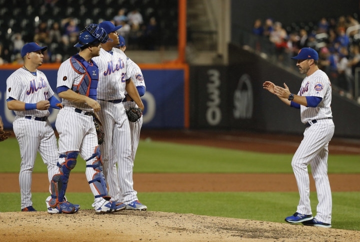 New York Mets manager Mickey Callaway, right, removes relief pitcher Jeurys Familia (27) during the ninth inning of a baseball game against the Pittsburgh Pirates, Wednesday, June 27, 2018, in New York. The Pirates won 5-3. (AP Photo/Julie Jacobson)