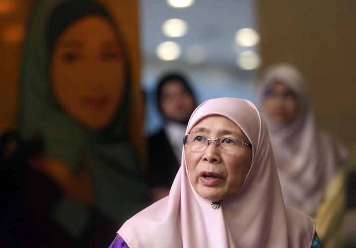 "Malaysian Deputy Prime Minister Wan Azizah Wan Ismail speaks to media during a government event in Putrajaya, Malaysia on Monday, July 2, 2018. Malaysian authorities are investigating the marriage between an 11-year-old Thai girl and a 41-year-old Malaysian Muslim, including elements of possible ""sexual grooming"" in the case, Deputy Prime Minister Wan Azizah Wan Ismail said Monday. (AP Photo)"
