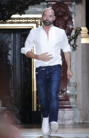 French fashion designer Bertrand Guyon acknowledges applause after the presentation of Schiaparelli Haute Couture Fall-Winter 2018/2019 fashion collection, Monday, July 2, 2018 in Paris. (AP Photo/Francois Mori)