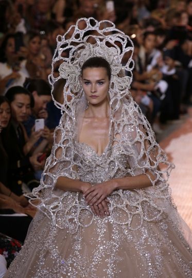 A model wears a creation for Saab Haute Couture Fall-Winter 2018/2019 fashion collection presented Wednesday, July 4, 2018 in Paris. (AP Photo/Michel Euler)