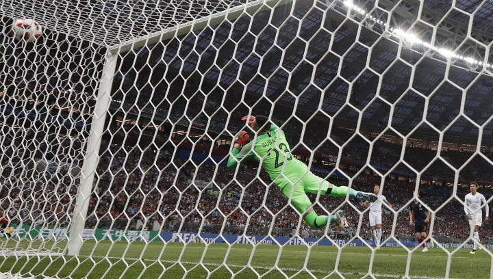 England's Kieran Trippier beats Croatia goalkeeper Danijel Subasic to score the opening goal from a free kick during the semifinal match between Croatia and England at the 2018 soccer World Cup in the Luzhniki Stadium in Moscow, Russia, Wednesday, July 11, 2018. (AP Photo/Frank Augstein)