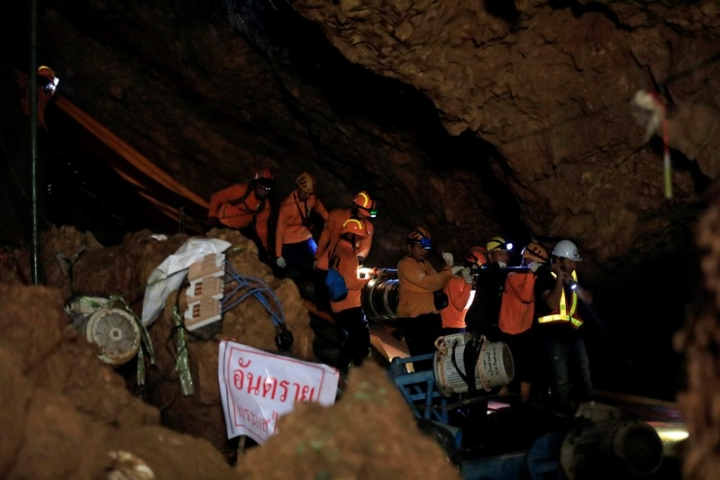 Rescue workers take out equipment after 12 soccer players and their coach were rescued in Tham Luang cave complex  in the northern province of Chiang Rai, Thailand, July 10, 2018. REUTERS/Soe Zeya Tun