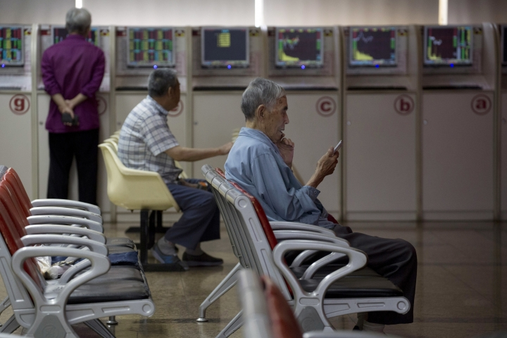 Investors monitor stock prices at a brokerage in Beijing, China, Wednesday, July 25, 2018. Asian stock markets were mostly higher Wednesday after Wall Street gained on strong corporate earnings. (AP Photo/Ng Han Guan)