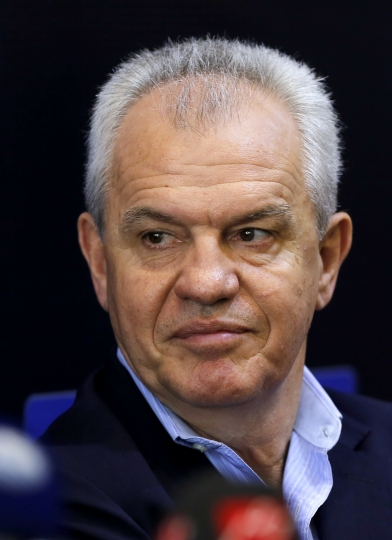 Egypt's new national football team coach Javier Aguirre gives a press conference at the Egyptian Football Association in Cairo, Egypt, Thursday, Aug. 2, 2018. Aguirre, a Mexican, will be paid $1.4 million a year and will receive a $500,000 bonus if Egypt qualifies for the World Cup in 2022 in Qatar, Hany Abo Rida, the Football Association chairman, said. (AP Photo/Amr Nabil)