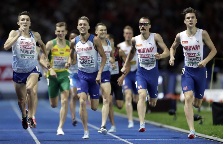 Norway's gold medalist Jakob Ingebrigtsen, right, runs to win the men's 1.500 meter final race at the European Athletics Championships in Berlin, Germany, Friday, Aug. 10, 2018. (AP Photo/Michael Sohn)