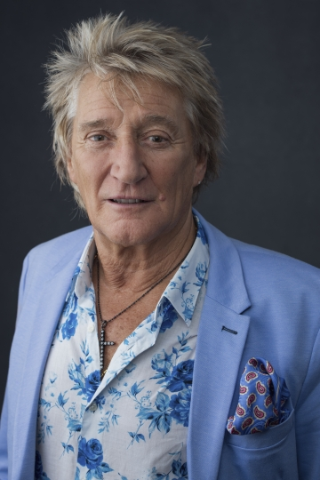 "Rod Stewart poses for a portrait on Wednesday, Aug. 8, 2018 in New York to promote his tour and upcoming album, ""Blood Red Roses."" (Photo by Drew Gurian/Invision/AP)"