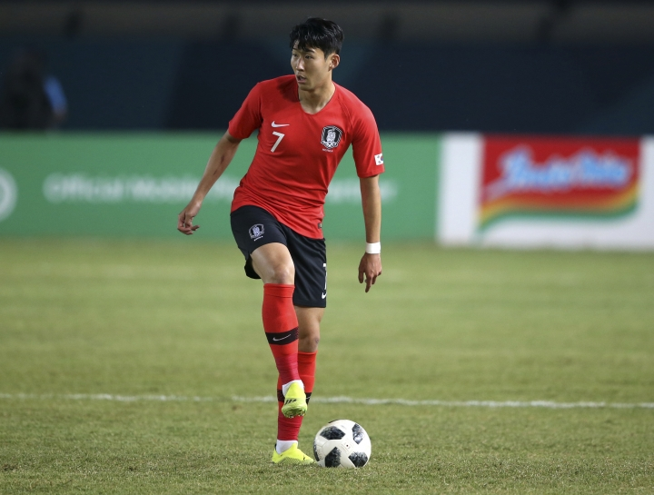 South Korea's Son Heung Min prepares to pass the ball during their men's soccer match between South Korea and Malaysia at the 18th Asian Games at Si Jalak Harupat Stadium in Bandung, Indonesia, Friday, Aug. 17, 2018. (AP Photo/ Achmad Ibrahim)