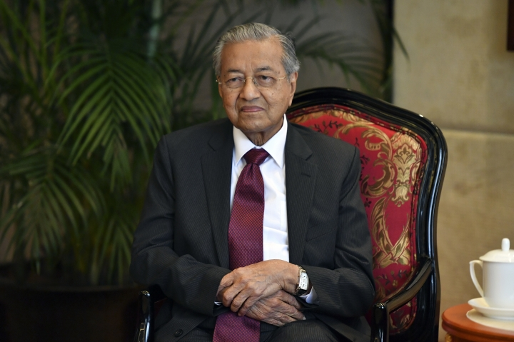 Malaysian Prime Minister Mahathir Mohamad attends a meeting with Che Jun, the Communist Party chief of Zhejiang Province, in Hangzhou in eastern China's Zhejiang Province, Saturday, Aug. 18, 2018. Mahathir is making a five-day visit to China at a time when ties between Beijing and the Southeast Asian nation are being tested by the Malaysian leader's suspension of multibillion-dollar Chinese-backed infrastructure projects. (Chinatopix via AP)