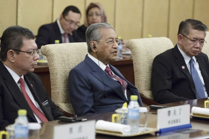 Malaysian Prime Minister Mahathir Mohamad, center, speaks to Chinese President Xi Jinping (not pictured) during their meeting at Diaoyutai State Guesthouse in Beijing, Monday, Aug. 20, 2018. (Roman Pilipey/Pool Photo via AP)
