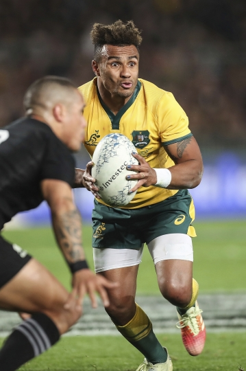 Australia's Will Genia runs at New Zealand's Arron Smith in the Bledisloe Cup rugby test match at Eden Park in Auckland, New Zealand, Saturday Aug. 25, 2018. (AP Photo/David Rowland)