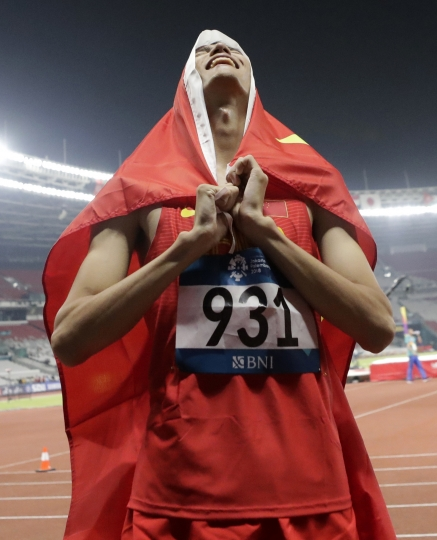 China's Wang Yu celebrates after winning the men's high jump final during the athletics competition at the 18th Asian Games in Jakarta, Indonesia, Monday, Aug. 27, 2018. (AP Photo/Lee Jin-man)