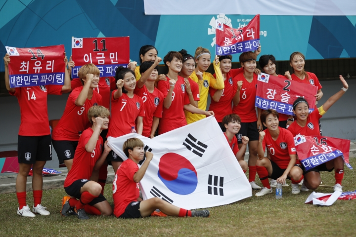South Korean women soccer team poses for group photograph after winning the the women's bonze soccer match against Taiwan at the 18th Asian Games in Palembang, Indonesia, Friday, Aug. 31, 2018. (AP Photo/Vincent Thian)