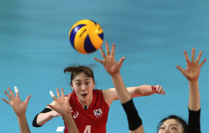 South Korea's Hwang Minkyoung plays against Thailand during the women's volleyball semifinal match at the 18th Asian Games in Jakarta, Indonesia, Friday, Aug. 31, 2018. (AP Photo/Firdia Lisnawati)