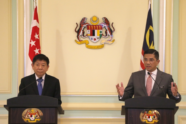 Malaysia's Minister of Economic Affair Mohamed Azmin Ali, right, and Minister for Infrastructure and Minister for Transport of Singapore Khaw Boon Wan, left, speaks during a press conference at Prime Minister Office in Putrajaya, Malaysia, Wednesday, Sept. 5, 2018. A planned high-speed railway that would cut travel time between Kuala Lumpur and Singapore to just 90 minutes will now be deferred for two years, instead of being axed, the two governments said. (AP Photo/Yam G-Jun)