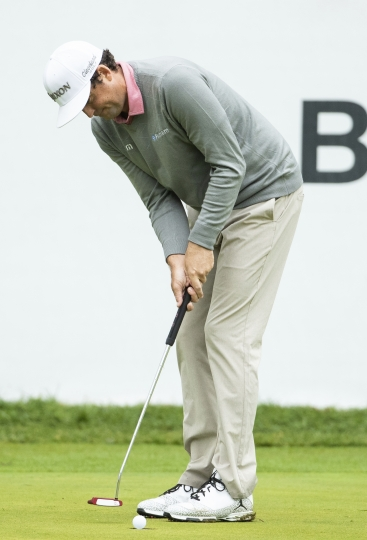 Keegan Bradley putts for the win in the playoff hole during the BMW Championship golf tournament at the Aronimink Golf Club, Monday, Sept. 10, 2018, in Newtown Square, Pa. Bradley held off Justin Rose in a sudden-death playoff to win the rain-plagued BMW Championship for his first PGA Tour victory in six years. (AP Photo/Chris Szagola)