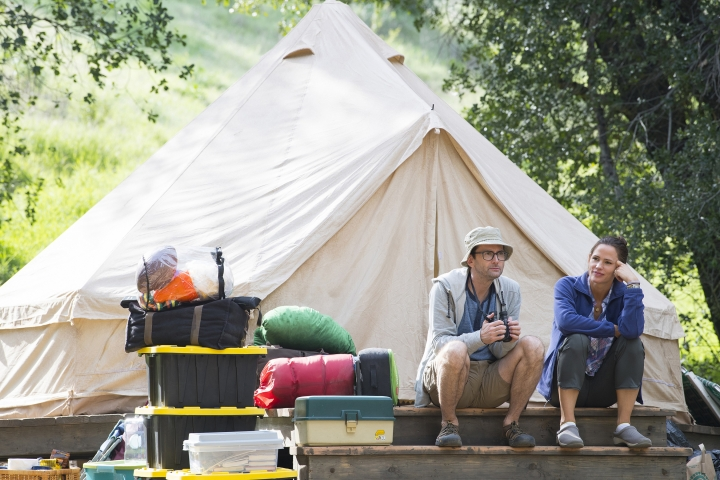 """This image released by HBO shows David Tennant, left, and Jennifer Garner from """"Camping,"""" premiering Oct. 14. (Anne Marie Fox/HBO via AP)"""