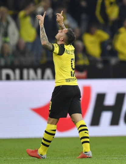 Dortmund's new forward Paco Alcacer celebrates after scoring his side's third goal at his debut during the German Bundesliga soccer match between Borussia Dortmund and Eintracht Frankfurt in Dortmund, Germany, Friday, Sept. 14, 2018. (AP Photo/Martin Meissner)