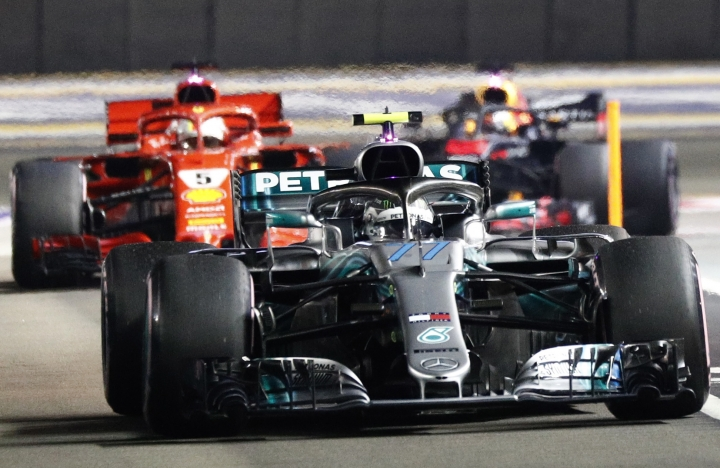 Mercedes' Valtteri Bottas returns to the pit ahead of Ferrari's Sebastian Vettel and Redbull's Daniel Ricciardo during the qualifying session of the Singapore Grand Prix in Singapore, Saturday, September 15, 2018. (Edgar Su, Pool Photo via AP)