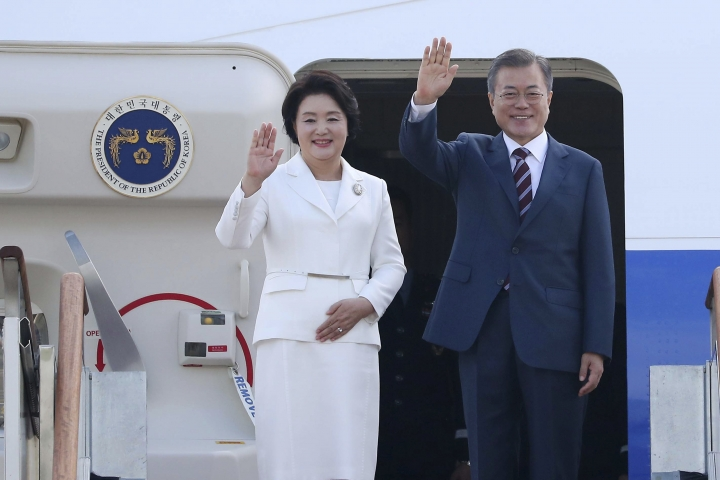 South Korean President Moon Jae-in and his wife Kim Jung-sook wave before leaving for the Pyongyang, North Korea, at the Seoul military airport in Seongnam, South Korea, Tuesday, Sept. 18, 2018. (Pyongyang Press Corps Pool via AP)