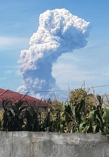 A giant plume of volcanic ash rises from Mount Soputan, Wednesday, Oct. 3, 2018, in the town of Tomohon, Northern Sulawesi, Indonesia. The volcano erupted Wednesday morning on the same central Indonesian island as an earlier earthquake and authorities warned planes about volcanic ash in the air. (AP Photo/Hetty Andih)