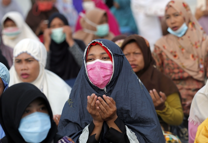 Indonesian Muslim women pray during a special prayer for the victims of earthquake and tsunami at Talise beach in Palu, Central Sulawesi, Indonesia Friday, Oct. 5, 2018. Hundreds of Muslim survivors in the Indonesian city of Palu gathered at shattered mosques for Friday prayers, seeking strength to rebuild their lives a week after a powerful earthquake and tsunami killed more than 1,500 people. (AP Photo/Tatan Syuflana)