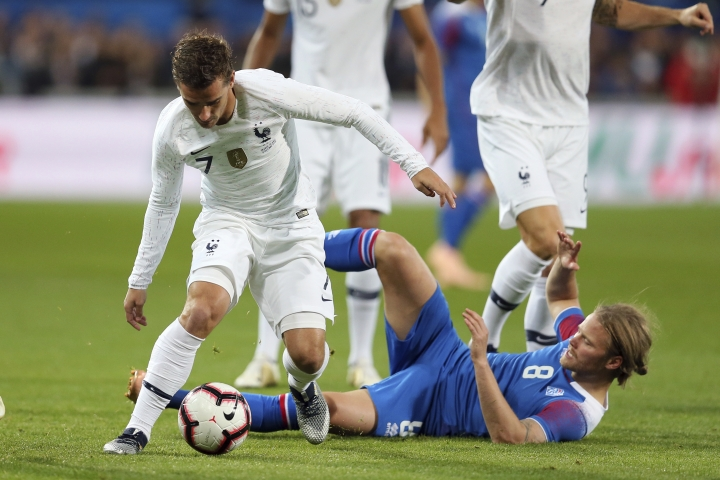 France's Antoine Griezmann, left, and Iceland's Birkir Bjarnason challenge for the ball during a friendly soccer match between France and Iceland, in Guingamp, western France, Thursday, Oct. 11, 2018. (AP Photo/David Vincent)
