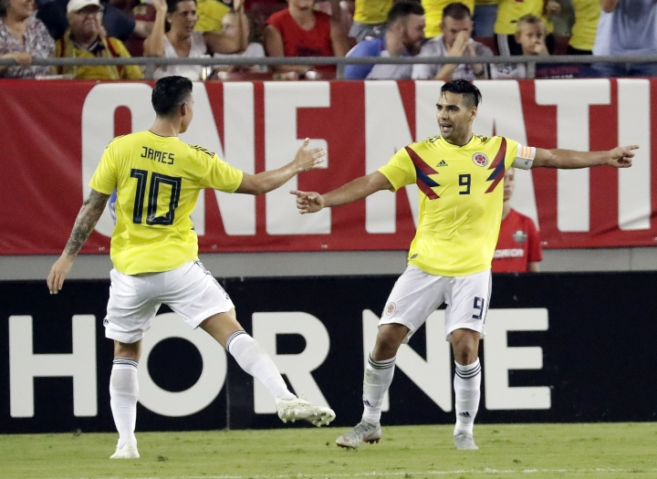 Colombia's Radamel Falcao (9) celebrates his goal against the United States with teammate James Rodriguez (10) during the second half of an international friendly soccer match Thursday, Oct. 11, 2018, in Tampa, Fla. (AP Photo/John Raoux)
